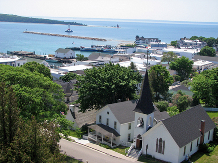 Mackinac_island_view_from_fort